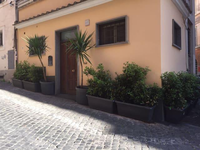 CASETTA MONTI/ LITTLE HOUSE IN RIONE MONTI - Roma - Rumah