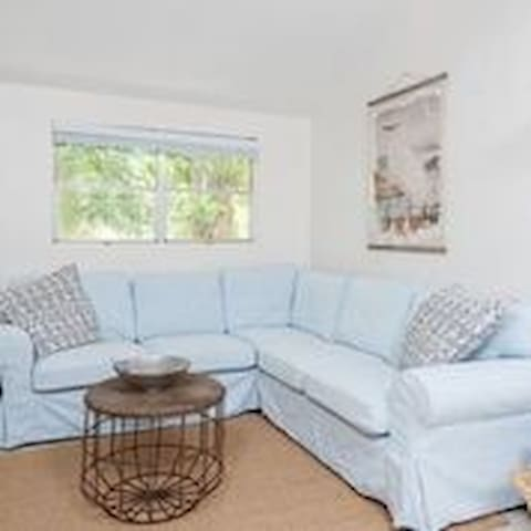 Gorgeous townhouse just a 5 minute walk to beach