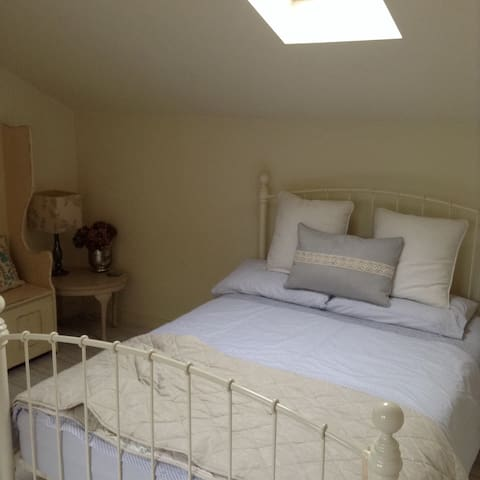 Fab Barn Room - female guests only - Norfolk - Casa