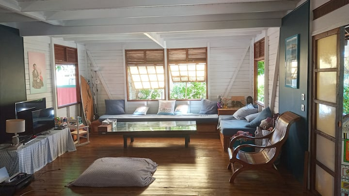 Maison TIAHURA, accès mer et piscine