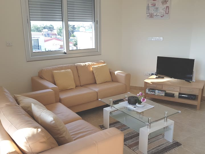 Modern 3 Double Bedroom Apartment with Balcony.