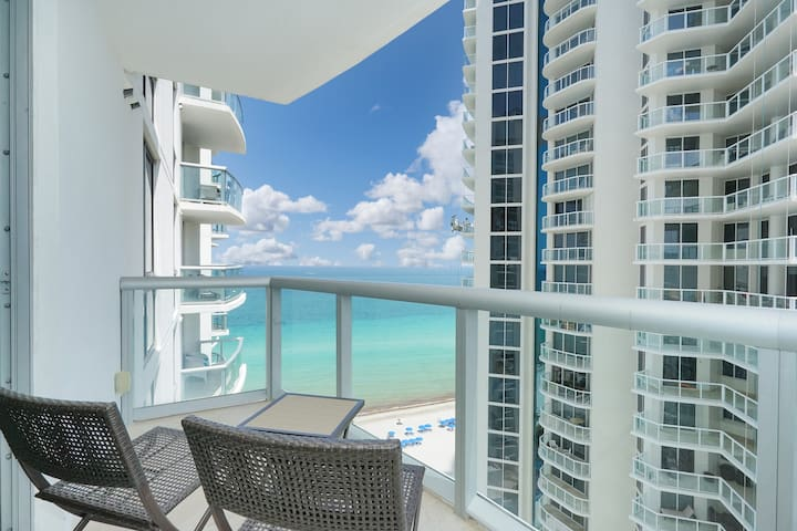 ★Resort Suite Sunny Isles on beach★ sleeps 4+baby