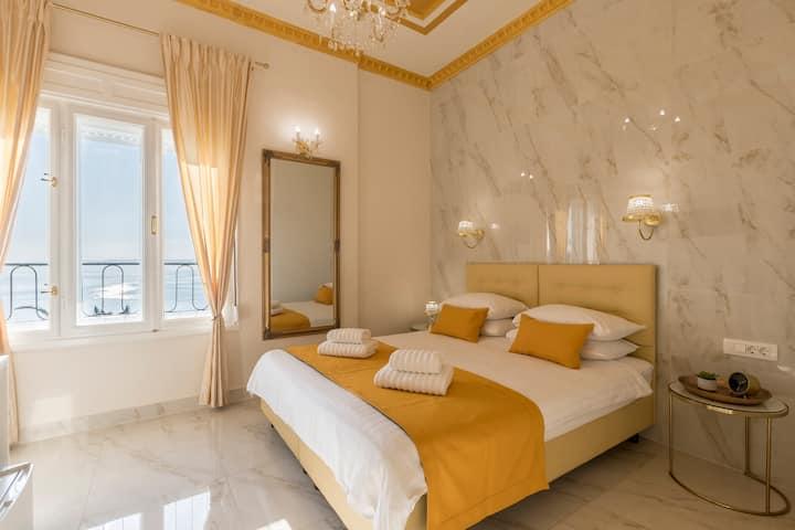 OLIVIA Luxury Room 2