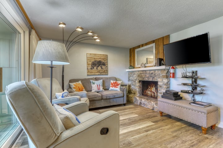 Cozy retreat within walking distance to golfing, skiing and ice skating