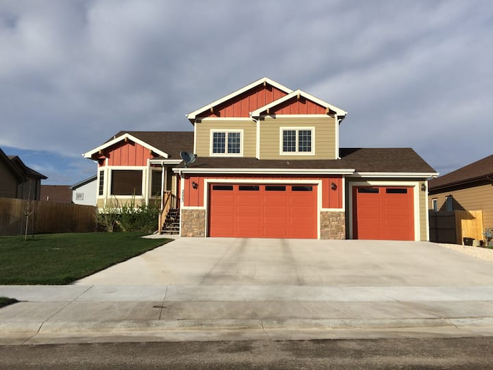 New, clean 4-BR home for eclipse!