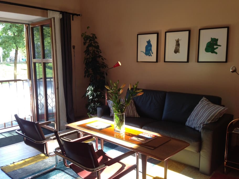Living room, in August at 5.30pm -- best light, but you'll be out sightseeing!