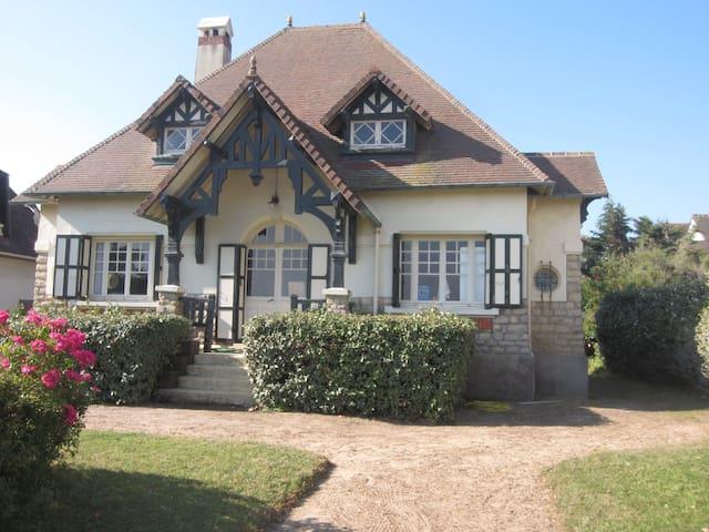 Villa FRONT DE MER accès direct plage - Ouistreham - Villa