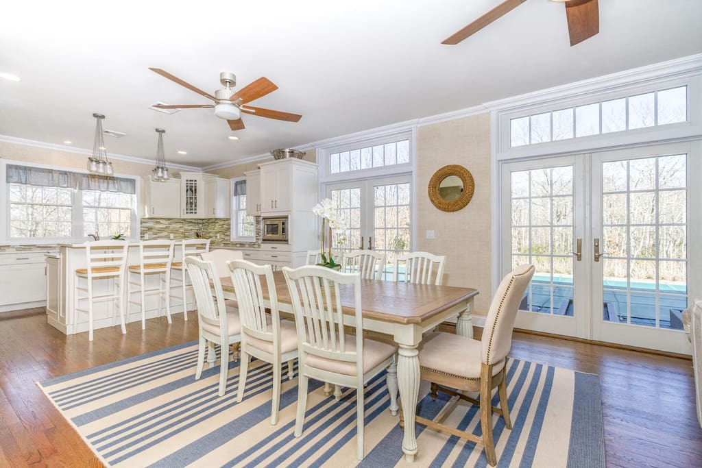 Open dining room adjacent to the kitchen island with seating
