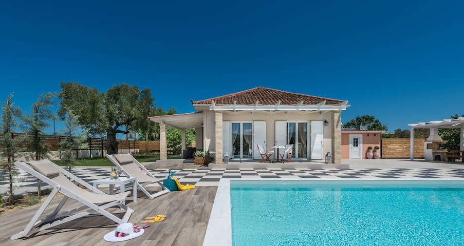 Villa Vigneto has been the family's summer house for many years. The house has been totally renovated in 2016 ,surrounded by vineyards.