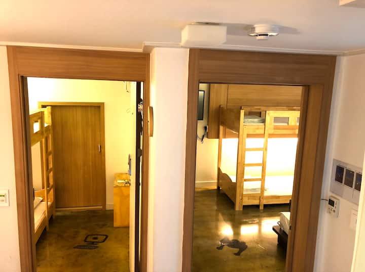 2-Bedroom Suite, 집전체, 6명,홍대입구역 500m, 연트럴파크도보2분
