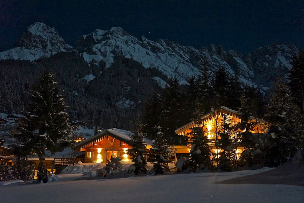 Romantic Chalet to the left, chalet Nomad to the right