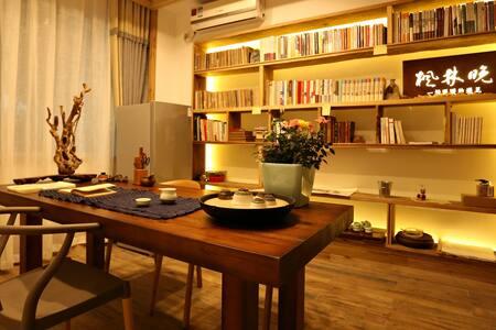 西湖边的Home Run No.3 - Hangzhou - House