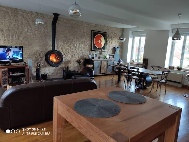 Maison atypique ancien corps de ferme en pierres