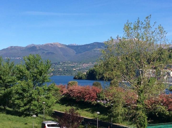 Una vista unica, tra lago e cielo