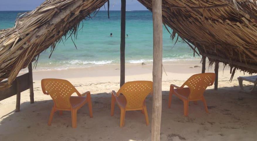 Habitación Triple en Playa blanca, Baru - Barú - Cabaña
