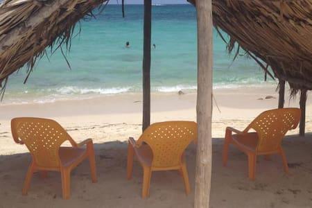 Habitación Triple en Playa blanca, Baru - Barú - Blockhütte