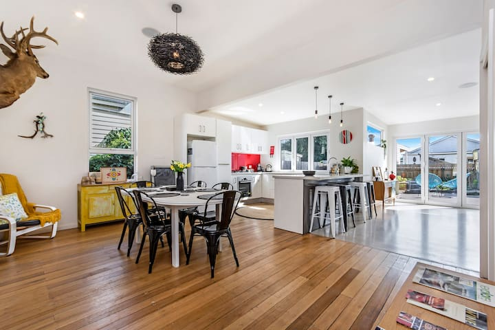 Open Plan - Kitchen / Lounge and Dining