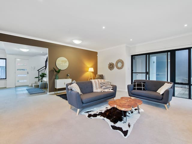 Newly furnished and Modern Mt Pleasant 3bedrm