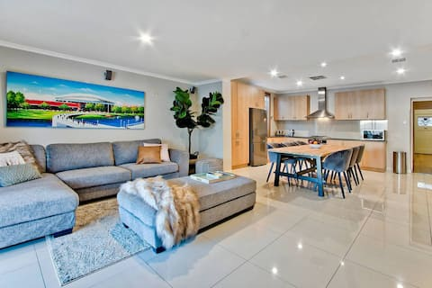 Adelaide 4 Bedroom House with Pool