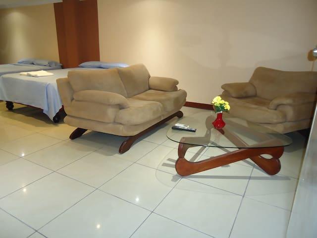 Lindos ambientes  minimalistas muy confortables.