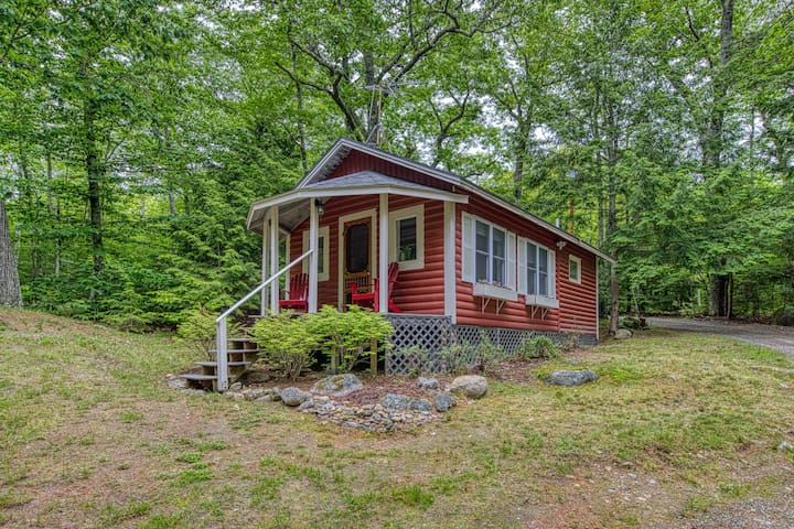 Updated lakefront cottage w/ shared grill & boat dock - near Acadia