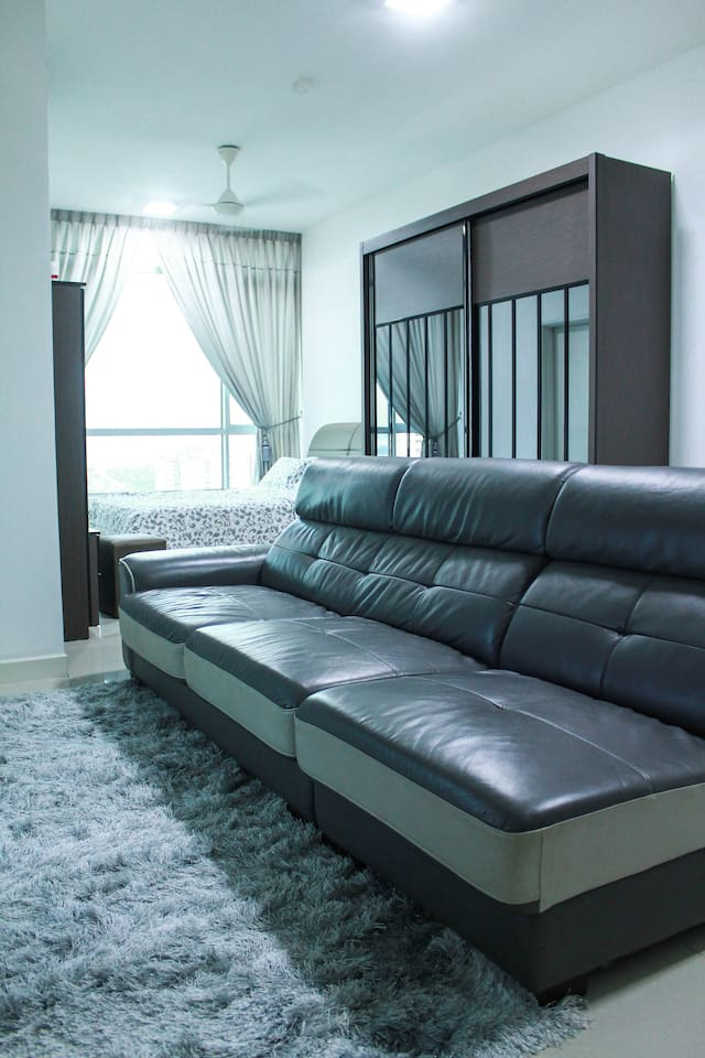 Queen size bed + huge couch for 3 guest
