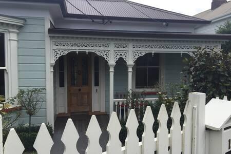 Mt Eden villa, modern interior - Auckland