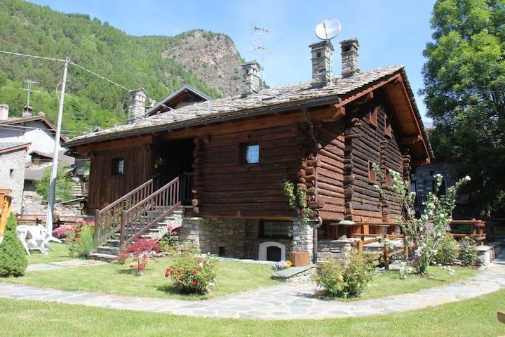 Grazioso appartamento tipico in Val d'Ayas (1 est)