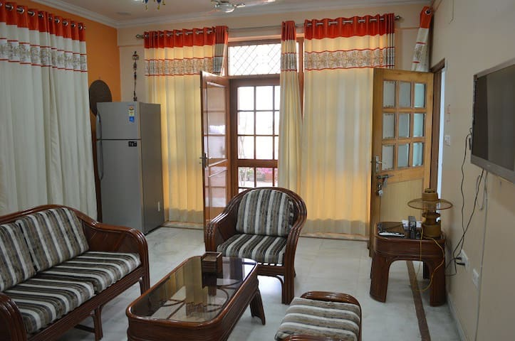 2BHK Serviced Apt., B&B - Holiday, Vacation, Work