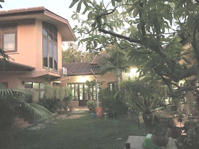 House 3 BDR beautiful Garden, Phuket Town Center