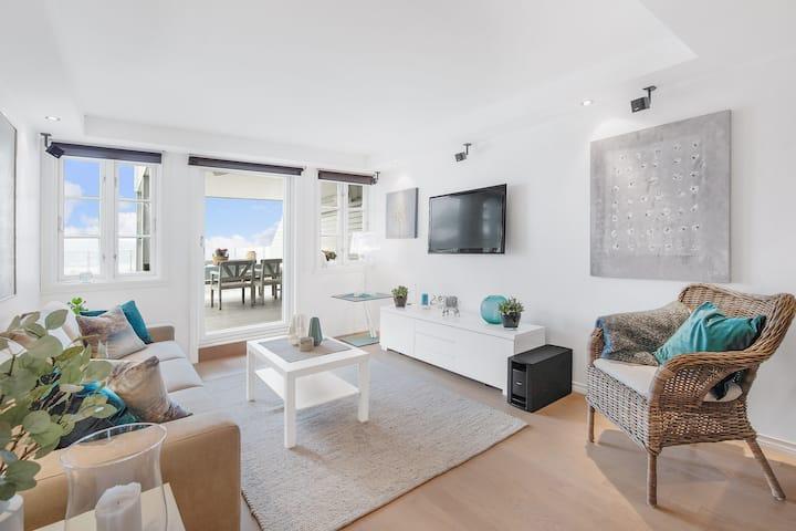 Flott leilighet med stor terrasse.