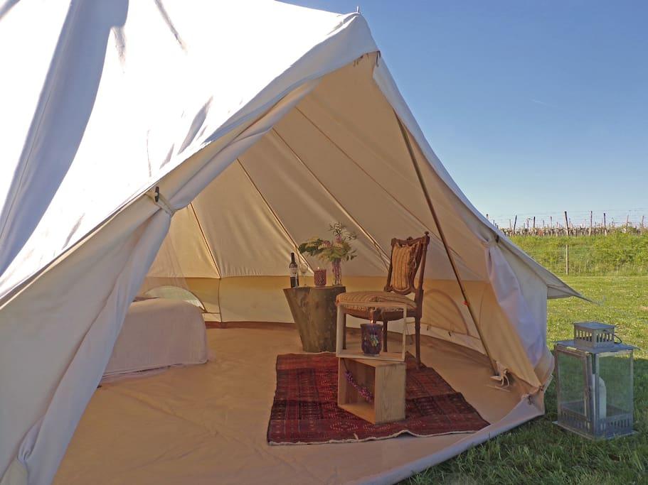 Tente tipi dans un camping cologique tentes louer for Tente tipi exterieur