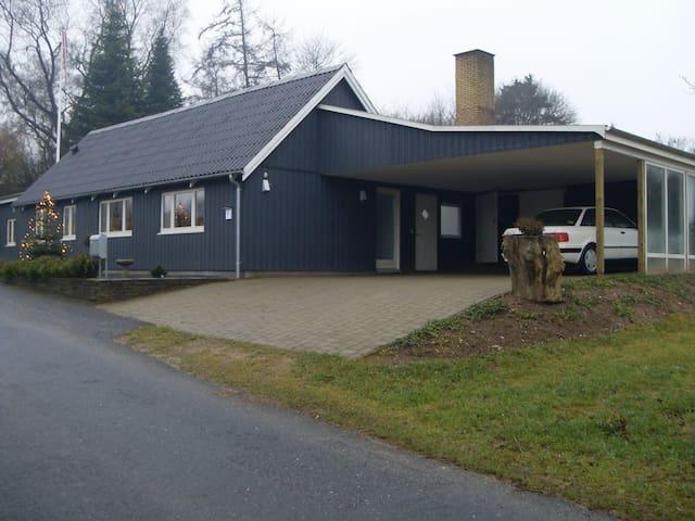 Træhus i naturskønne omgivelser - Broby - Haus