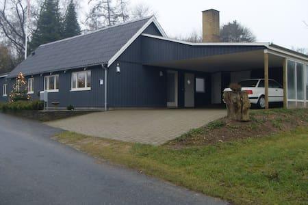 Træhus i naturskønne omgivelser - Broby