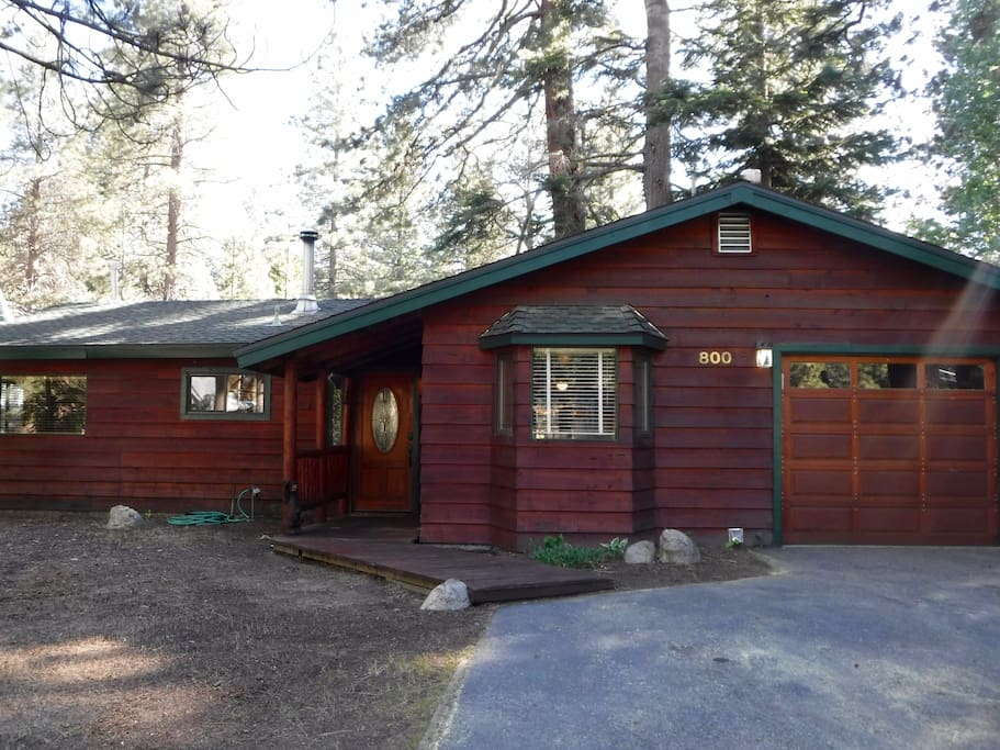 Cabin front with driveway and garage