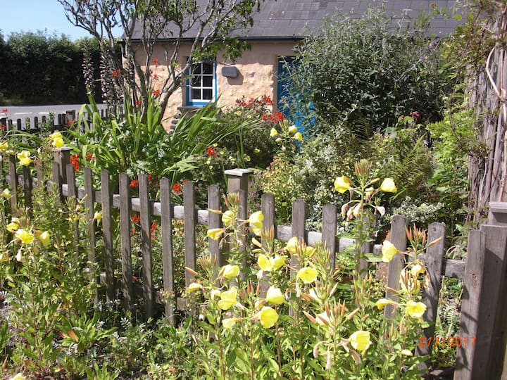 Cross Cottage Martletwy in South Pembs countryside