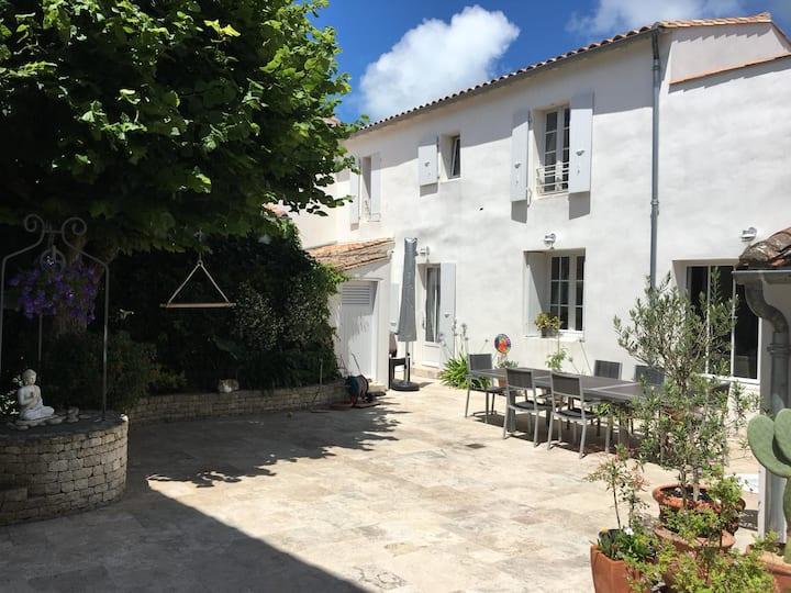 Maison Rhétaise rénovée en plein cœur de village