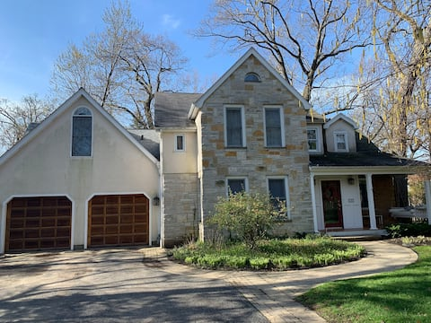 Big & Beautiful Home in a Lovely Location!