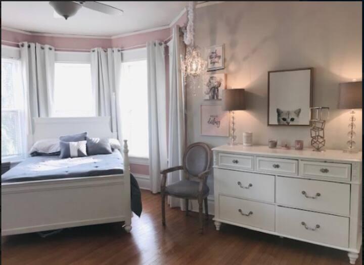 Full/Victorian Home, Private Room, Oshkosh EAA