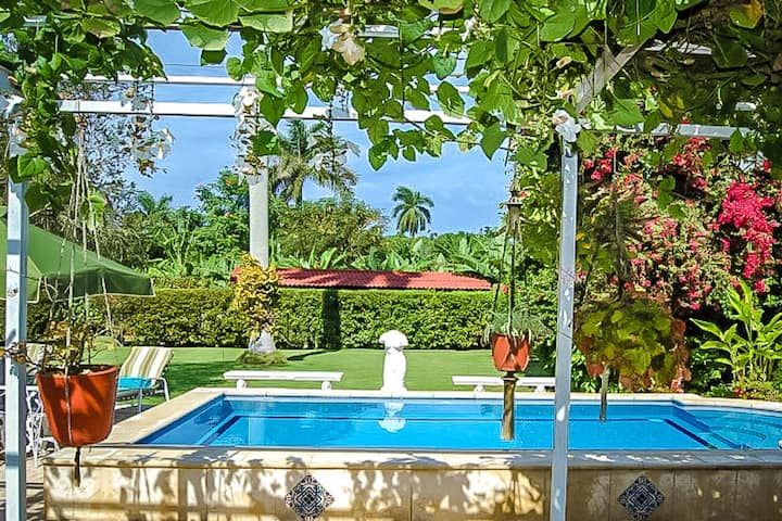 Gorgeous 2BR Villa with Pool in Siboney