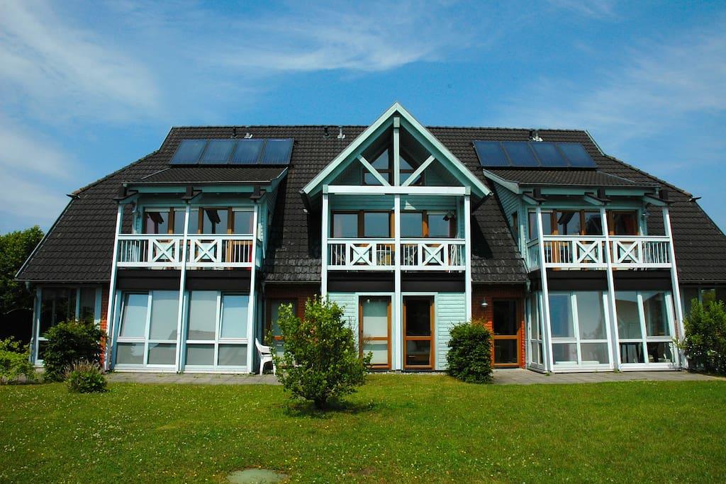 Haus am see schwimmbad sauna r der inklusiv for Apartments haus eintracht sellin