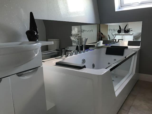 Penthouse with Double Jacuzzi Spa Bath