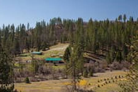 Large Group Lodge  Near Yosemite - Coulterville