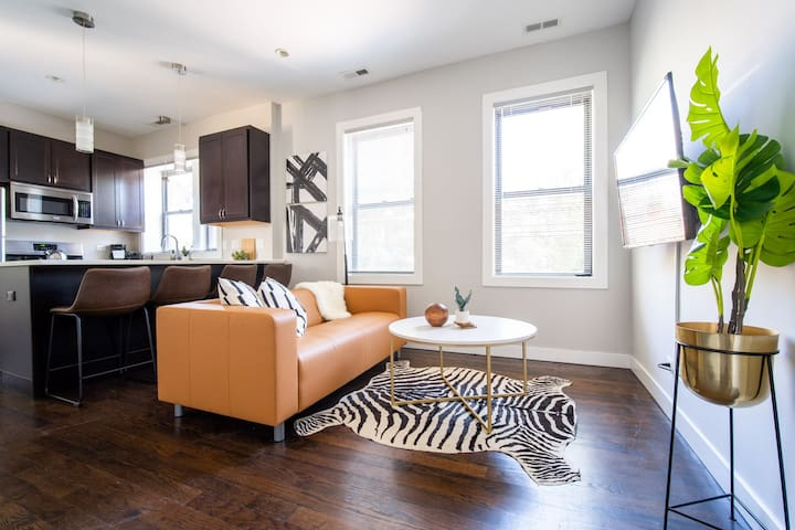 ⭐ Winter Special! Kitschy 2BR in Trendy Bucktown