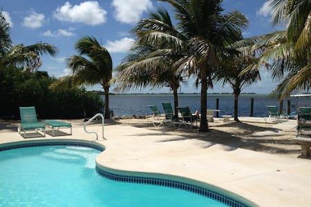 Florida Keys Cottage in Oceanfront Property - Cudjoe Key - Hytte