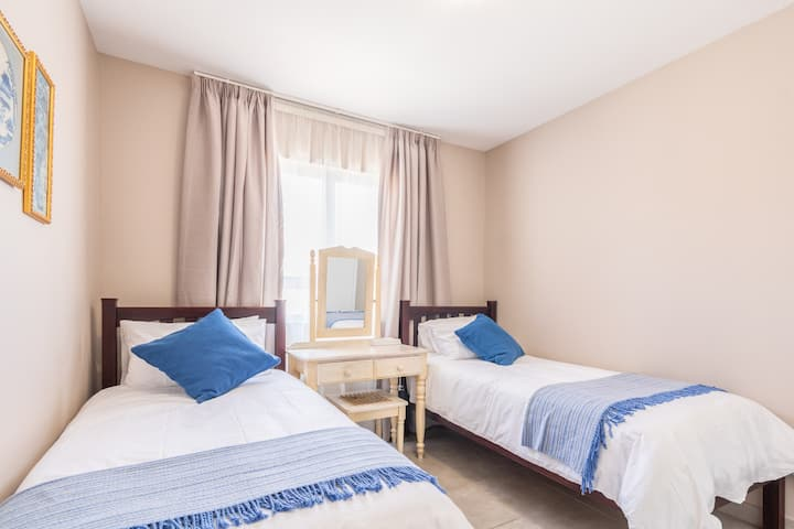 Near Mall, Gautrain, 1Bed Ideal for business WiFi