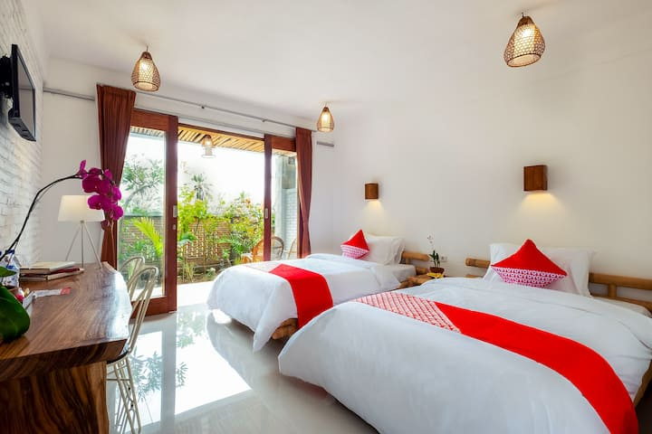 Charming Twin Bed Room near Selong Belanak Beach