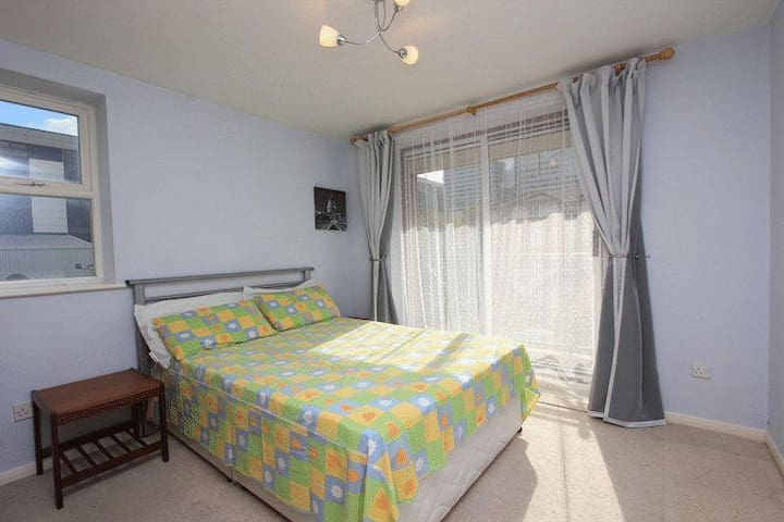 Double room 10 mins from the CITY