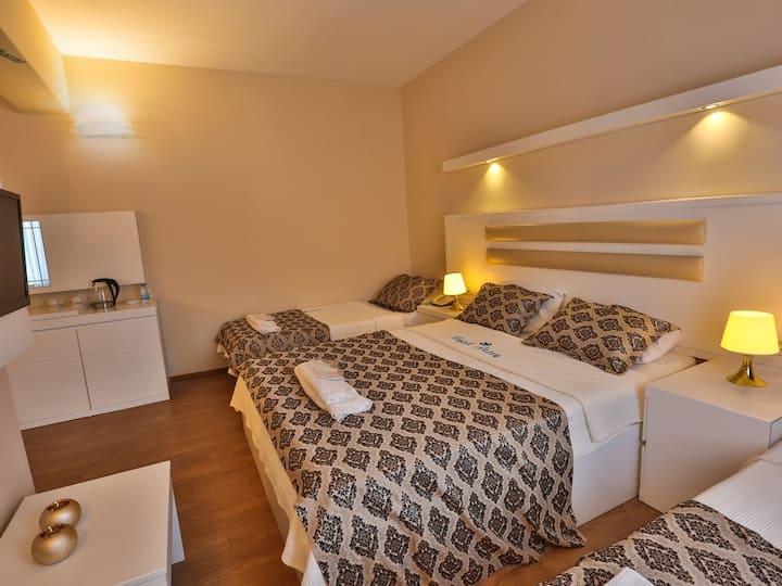 Arsen Hotel - Triple Room