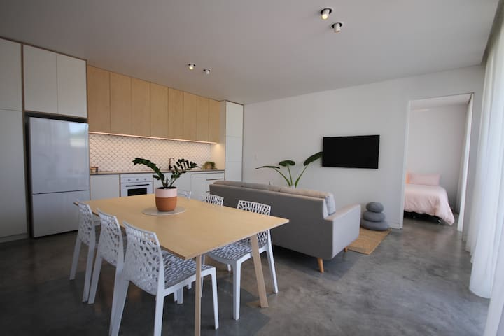 The Cottesloe Cabin | Newly built, 5 min to beach